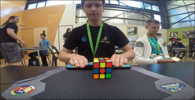 мировой рекорд собирания кубика рубика материалы для