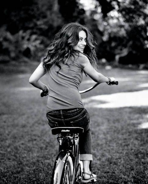 Красивые девушки на велосипедах (50 фото) .
