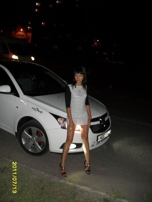 Девушки с автомобилями (65 фото)