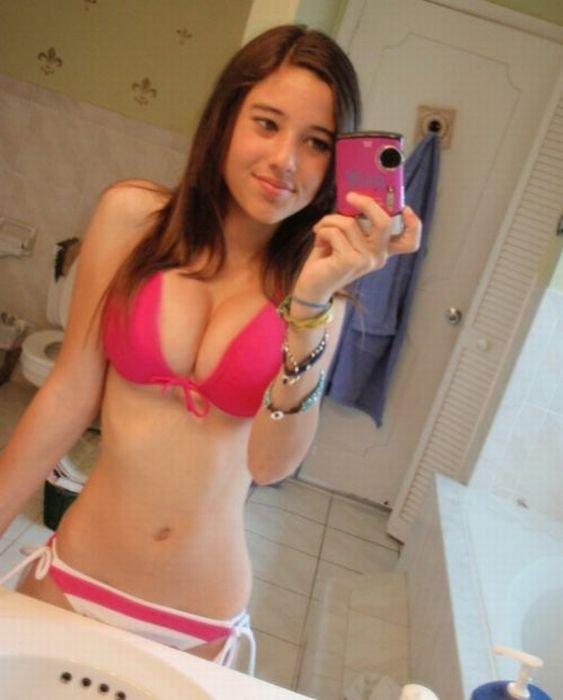 Девушки с настоящей грудью (49 фото)