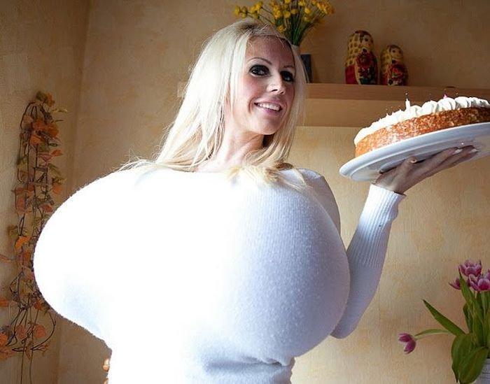 Огромная грудь (14 фото)