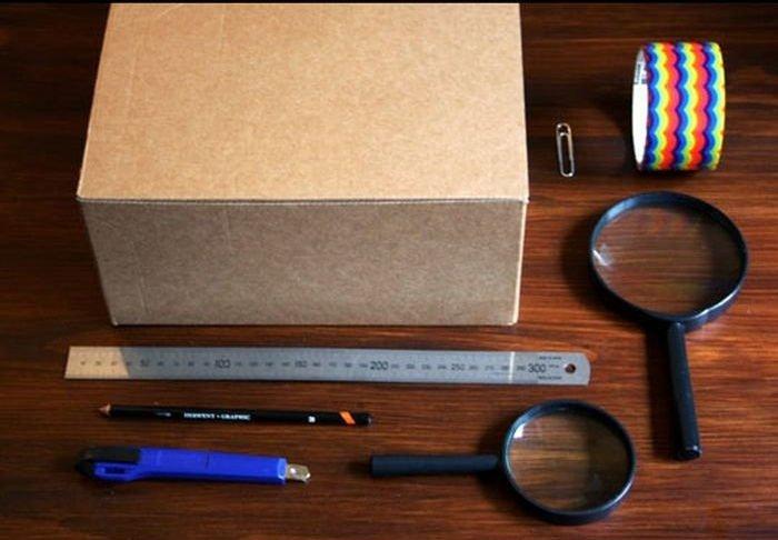 Как сделать проектор из телефона и лупы и коробки