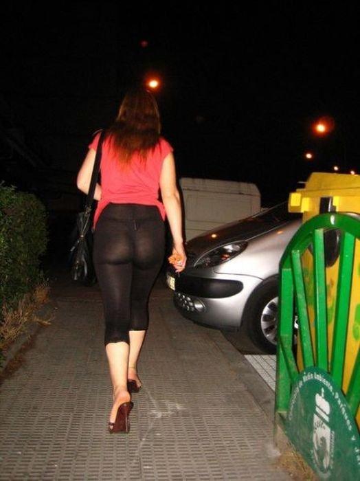 девушки в прозрачных обтягивающих штанах