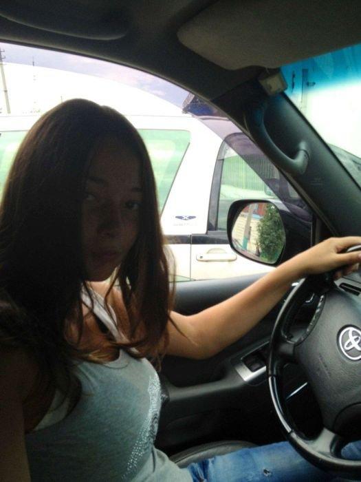 Девушки и машины (92 фото)