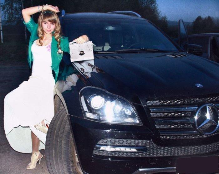 Красивые девушки фоткаюца около машин фото 717-185