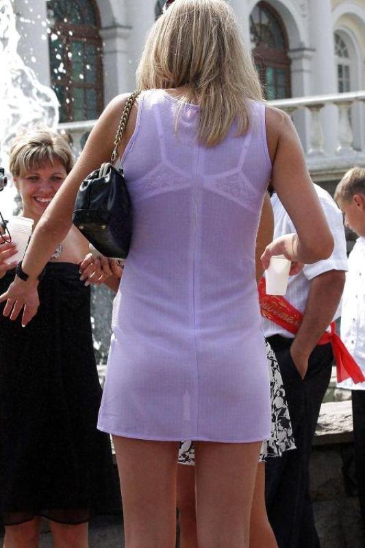 Фото в прозрачном белом платье на улице