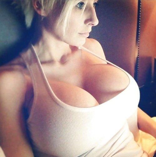 вызвать девушку с большой грудью