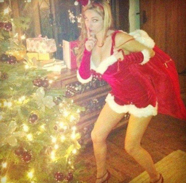 Рождественские девушки (60 фото)