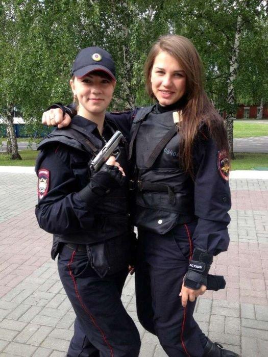 foto-parney-v-politseyskoy-forme