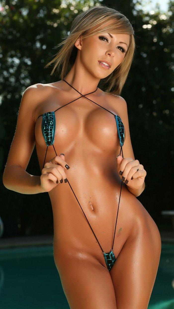 Эрофото девушек в мини бикини 12 фотография