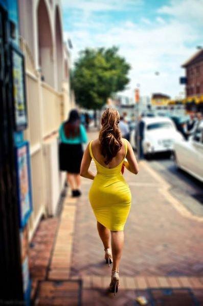 Девушки в платьях (43 фото)