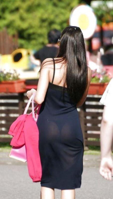 Девушка в прозрачных юбках мой