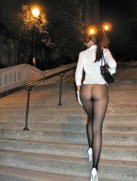 Голые женщины в юбках фото