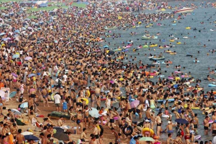Отличия пляжей в Германии и Китае(2 фото)