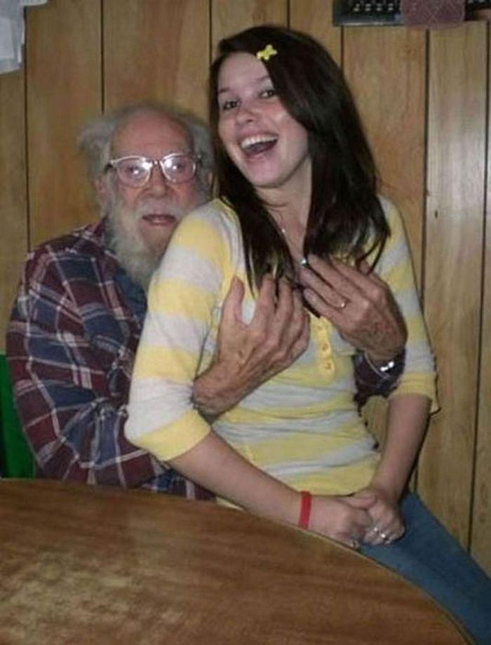 Дедушками девушки с