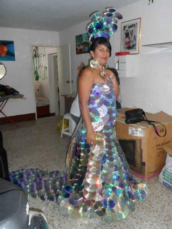 Платье своими руками из дисков фото