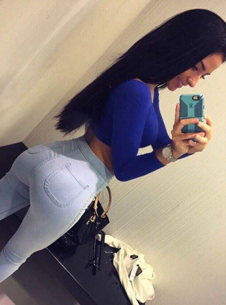 Девушки в облегающих джинсах частное фото33