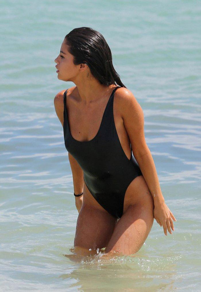 Rebecca Romijn Stamos Ass Bent Over Nude