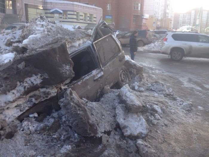 Snow removal in Ufa (3 photos)