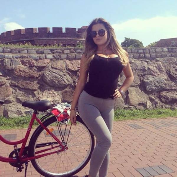 Сексидевушки на велосипедах