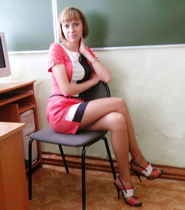 учителница в калготках
