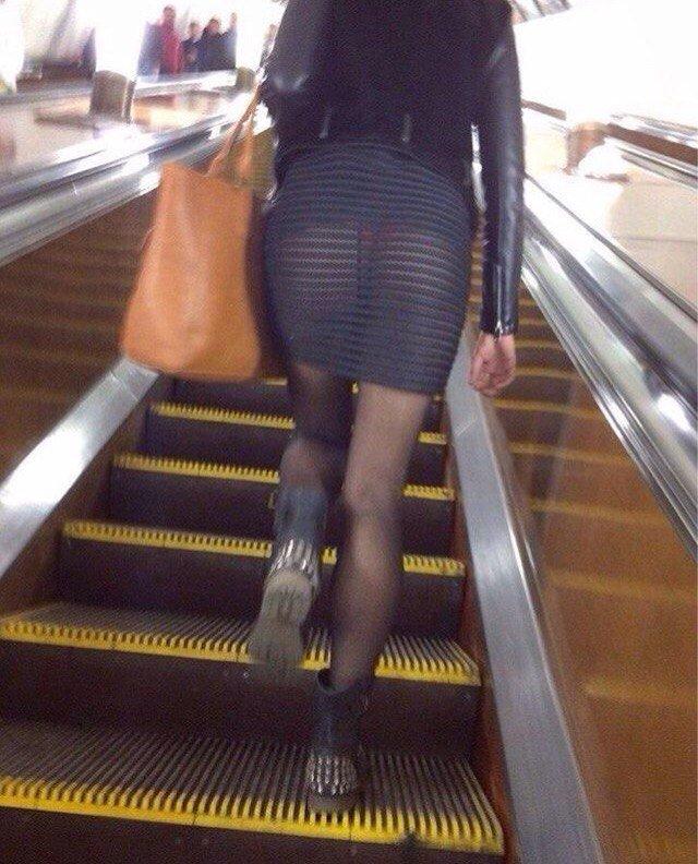 метро в подсматриваниe фото девушки