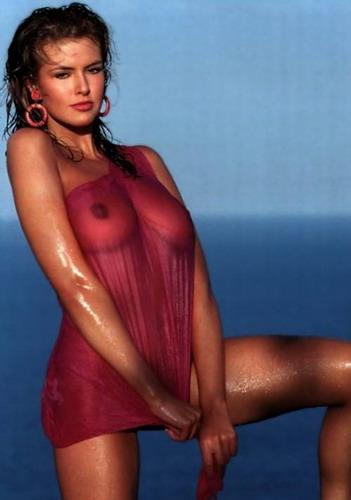 Голые девушки в мокрых футболках — photo 9