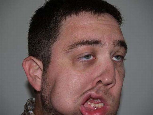 Если человек кривит губы