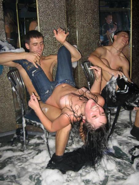 Описание фото - Конкурс наездниц в ночном клубе Донецка.