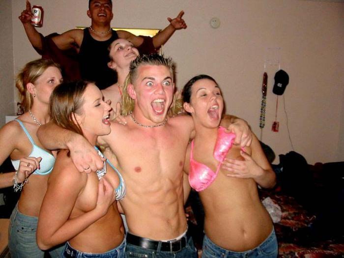 Пьяные женщины снимают трусы 21 фотография