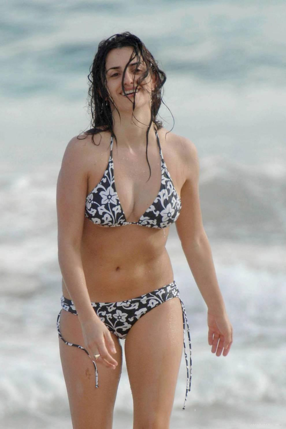Real-life couple Penelope Cruz and Javier Bardem Penelope cruz bikini photos