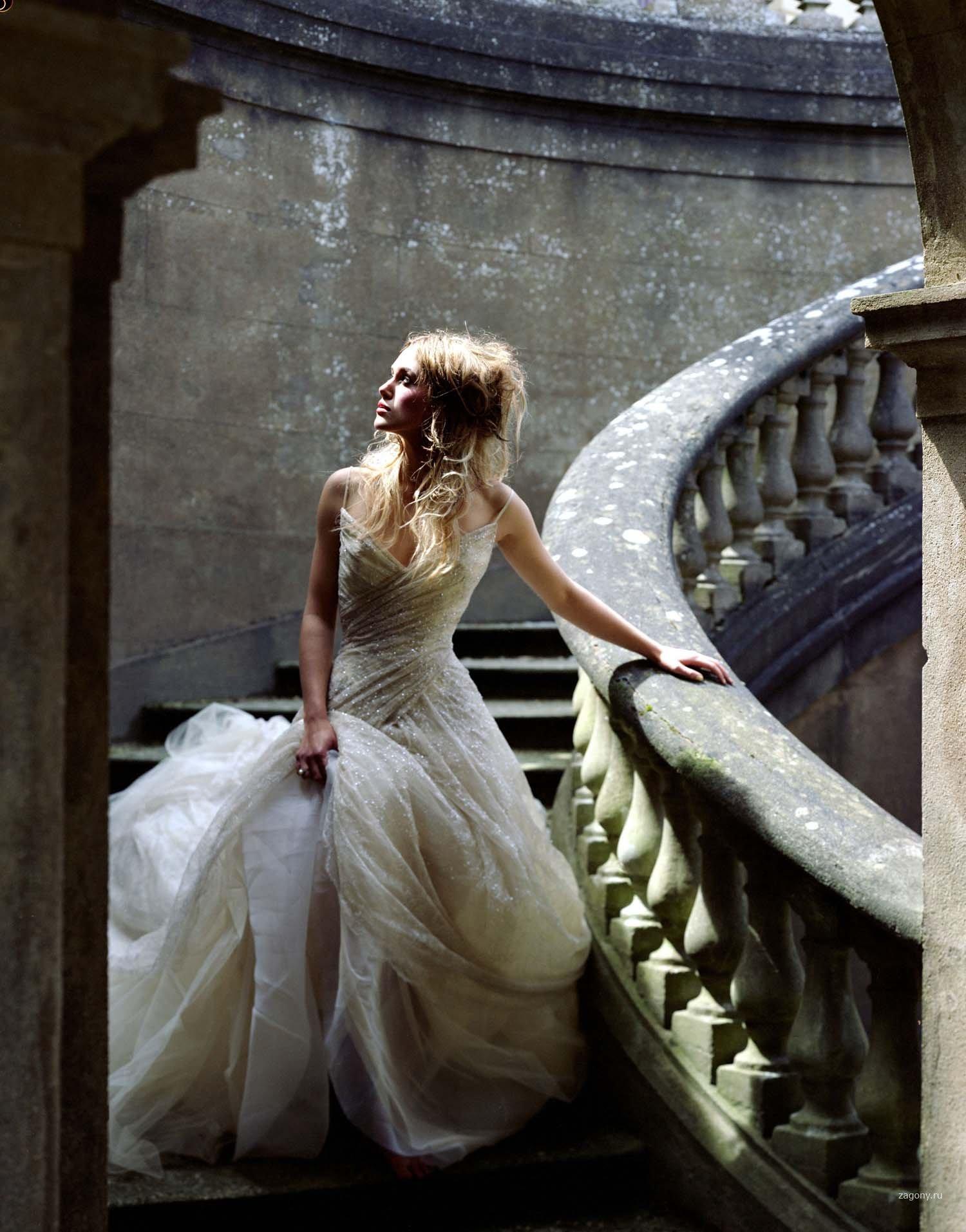 Фото девушек в замке 11 фотография