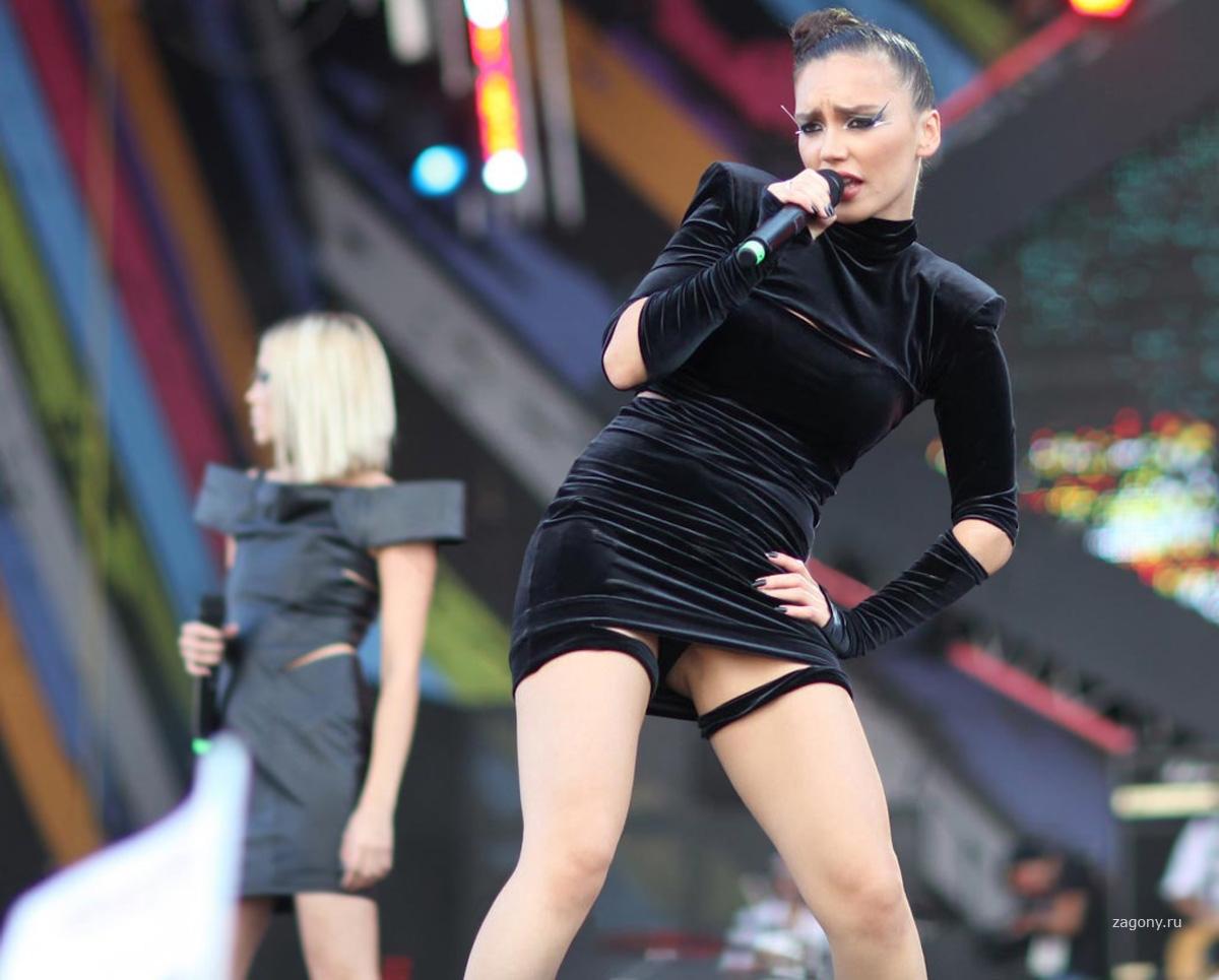 Российские певицы в трусиках, Фотографии Голые (обнаженные) знаменитости 19 фотография