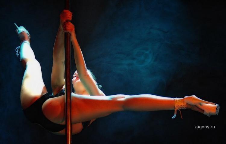 goliy-striptiz-foto