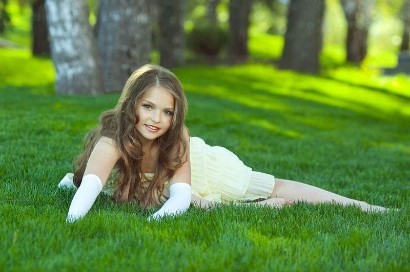Юная красавица (14 фото) .