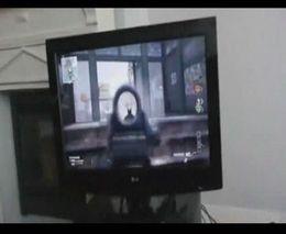 Бабулька играет в Call of Duty (4.243 MB)