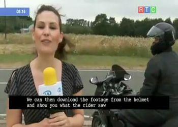 На глазах журналистов грузовик протаранил байкера (1.360 MB)