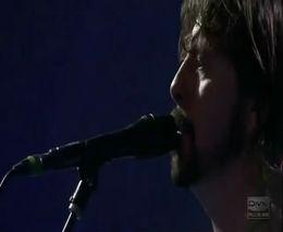 Солист группы Foo Fighters выгнал фаната с концерта за драку (4.785 MB)