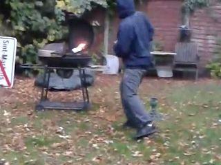 Взрыв в барбекюшнице (4.364 MB)