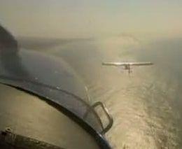Два самолета зацепились в воздухе (3.090 MB)