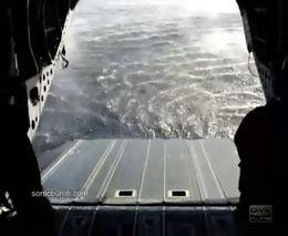 Эвакуация боевого катера при помощи вертолета (8.474 MB)