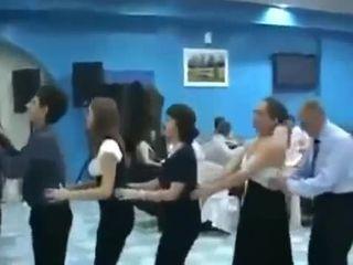 Забавный танец на свадьбе (1.527 MB)