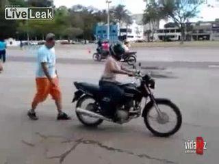 Падение с мотоцикла (1.385 MB)