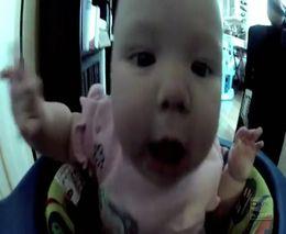 Малышу очень нравится музыка (4.173 MB)