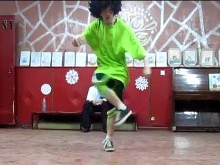 Парень классно танцует (8.326 MB)