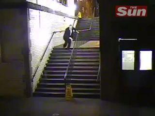 Пьяный на лестнице (4.651 MB)