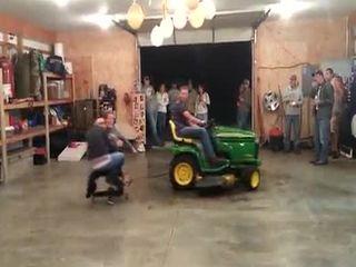 Дрифт на тракторе (2.380 MB)