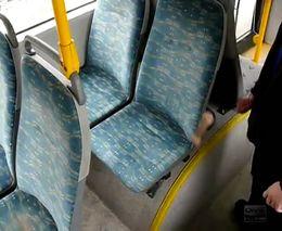 Чистота сидений в маршрутке... (1.383 MB)