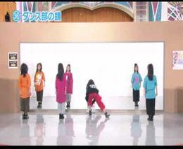 Прикольный танец перед зеркалом (8.827 MB)