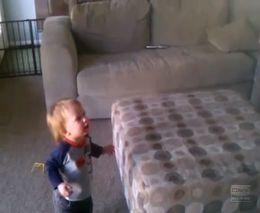 Малыш очень любит мыльные пузыри (3.364 MB)